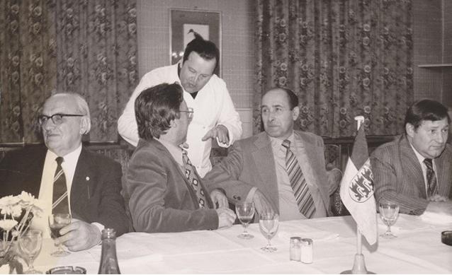 Hans Wesch, Karl Waldenspuhl,Herr Leissner,Siegfried Michel und Otto Schneider bei einer Sitzung im Löchnerhaus)